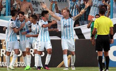 Atlético Tucumán gana a Junior y avanza en Copa
