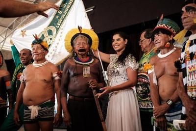 Carnaval de Rio alerta de destrucción de Amazonía
