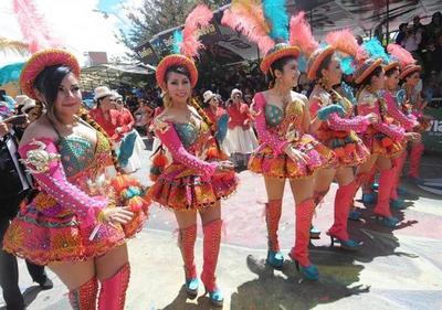 Bolivia exhibe su mejor folclore en el Carnaval de Oruro
