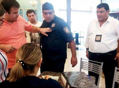 Agente acusado de extorsión irá preso