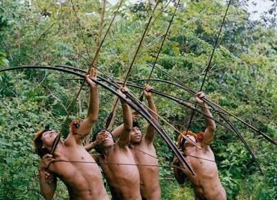 Un grupo de nativos asesinó a flechazos a buscadores de oro