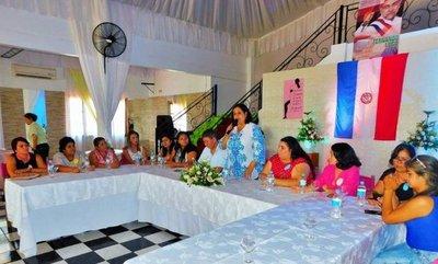 Homenaje a mujeres con conversatorio sobre desafíos de género