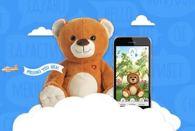 """Este bonito oso de peluche """"inteligente"""" ha expuesto millones de conversaciones entre padres e hijos"""
