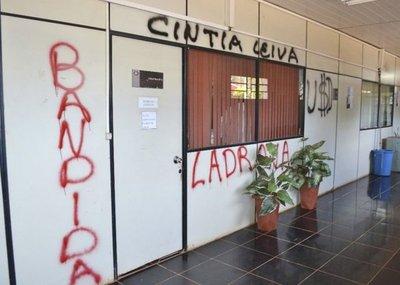 Toman muestras de grafitis pintados por Payo Cubas