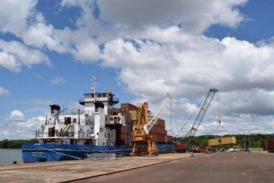 Primera descarga de contenedores en puerto de Itapúa