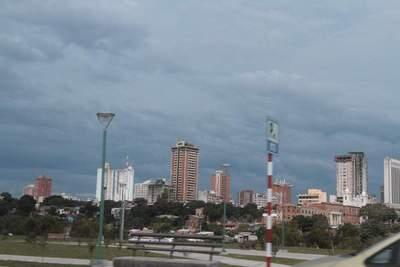 Precipitaciones dispersas y leve descenso de temperatura para el domingo