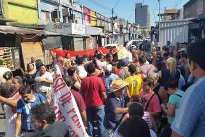"""Comerciantes cierran Pettirossi en protesta contra el """"impuestazo"""" de Mario"""