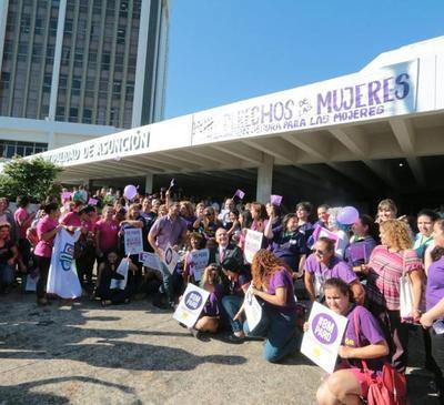 Emotivo acto de recordación en el día internacional de la mujer