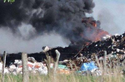 Denuncian quema de basura en vertedero de ciudad misionera