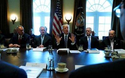 Trump se reúne por primera vez con su gabinete ministerial