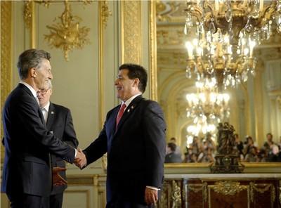 Cartes tomará juramente a embajadores y se reunirá con Macri