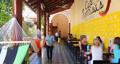 Café de las Sonrisas, cafetería atendida por sordos en Nicaragua