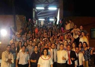 Golpiza a periodistas en farra estudiantil: candidata se despega de garroteros