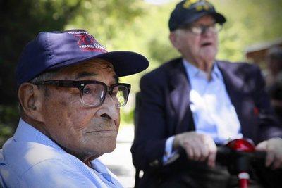 A sus 105 años, el sobreviviente más longevo de Pearl Harbor va al gimnasio