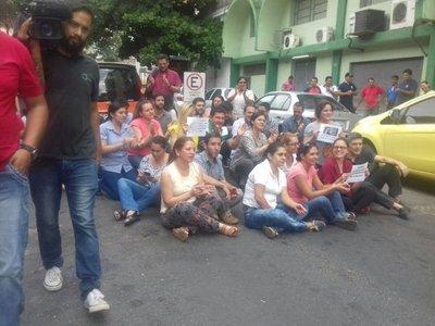Derecho UNA: Periodistas exigen sanción contra agresores