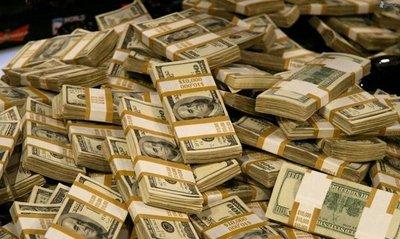 Hombre devuelve un millón de dólares