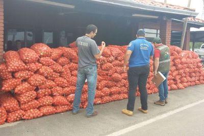 Incautan más de 6.000 kilos de cebolla de contrabando