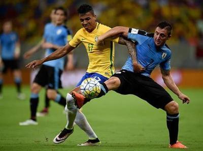 Uruguay recibe a Brasil en el Centenario