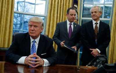 """Reconocen escuchas """"incidentales"""" a miembros del equipo Trump"""