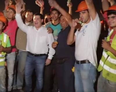 """""""Con paraguayos como ellos, el país no se detiene"""""""
