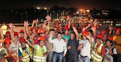Presidente Cartes lleva su agradecimiento a obreros del superviaducto
