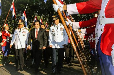 Militares y policías remarcan compromiso y respeto con la Constitución Nacional