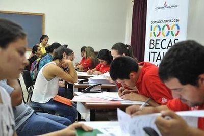 Casi 2.500 estudiantes son beneficiados con becas universitarias