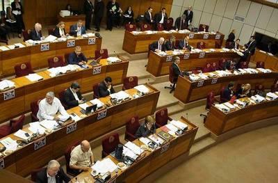 Senadores pretenden modificar reglamento interno
