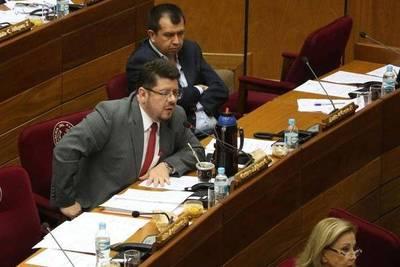 Senador oficialista dice que dilación con 'trampas legales' no impedirá la enmienda