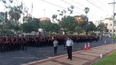 Policías cercan la sede del Congreso