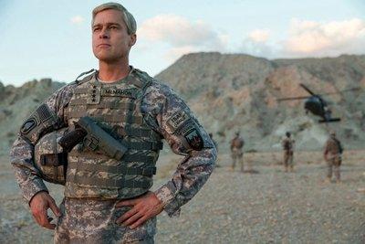 """Brad Pitt va a la guerra en avance de """"War Machine"""""""