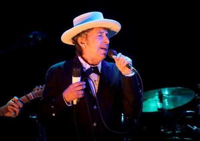 Bob Dylan recoge el Nobel de Literatura