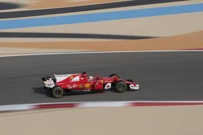 Vettel lidera los libres en Bahrein