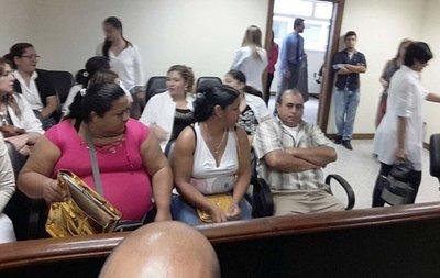 Cuarto tribunal en dilatado juicio a médicos por muerte de recién nacido