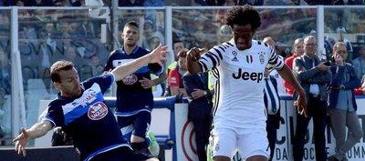 Juventus gana a Pescara y se escapa a ocho puntos de la Roma