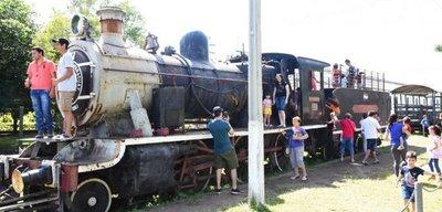Sapucai: El silbato del tren convocó a varios turistas