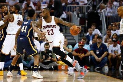 Los Cavaliers y los Spurs cumplen pronósticos