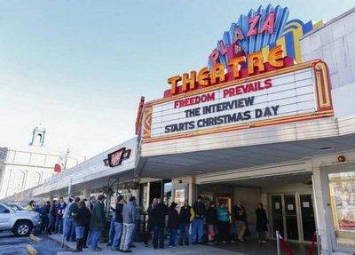 Spielberg defiende la experiencia del cine