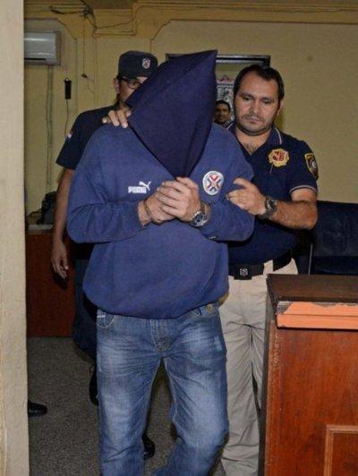 Abogado acusado de transmitir VIH a mujeres está detenido e imputado