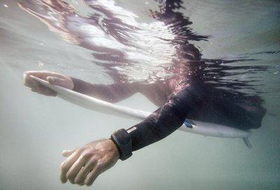 El brazalete que te salva de una mordida de tiburón