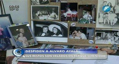 Familiares y amigos despiden a Álvaro Ayala