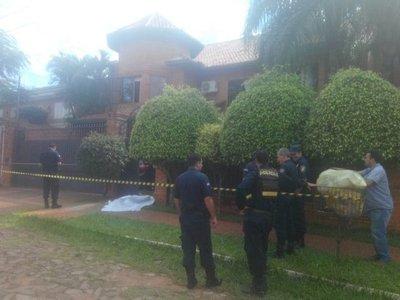 Hombre muere tras intentar robar una casa en Los Laureles