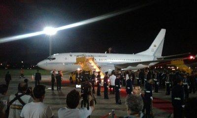 Llega presidente de Colombia