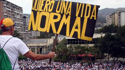 """Oposición venezolana seguirá en protesta hasta """"revertir el golpe"""""""