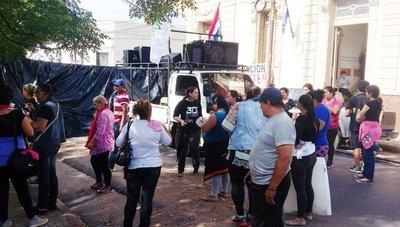 Cooperativas que tratan de conseguir casas se manifiestan ante Senavitat