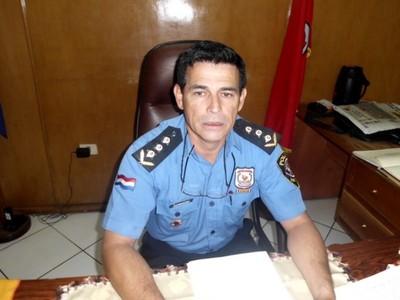 Destituido comisario se autoproclama héroe