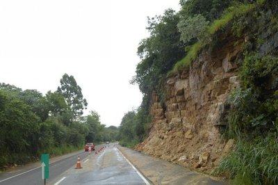 Se habilitó ruta afectada por desprendimiento del cerro Caacupé