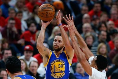 Warriors, con un Curry soberbio, pasan a semis