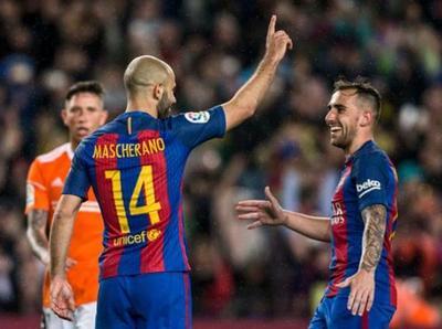 Barcelona aplasta a Osasuna y sigue arriba