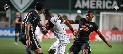 Libertad cae ante Mineiro y compromete sus chances